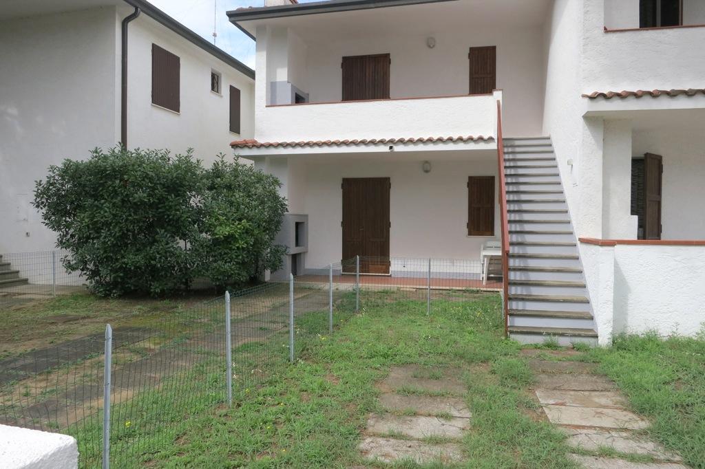 terra e primo piano con bbq nel balcone