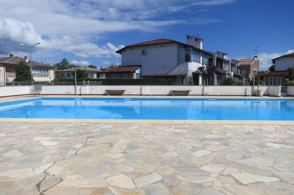 Residence con ampia piscina