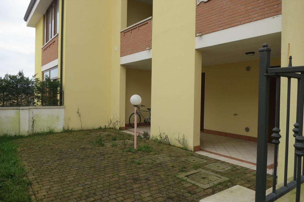Vendesi villetta piano terra due camere giardino for Software di piano terra residenziale