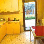 salotto con giardino indipendente