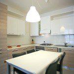 cucina con lavastoviglie