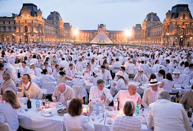 WHITE STREET DINNER: il Lido degli Estensi si tinge di bianco!
